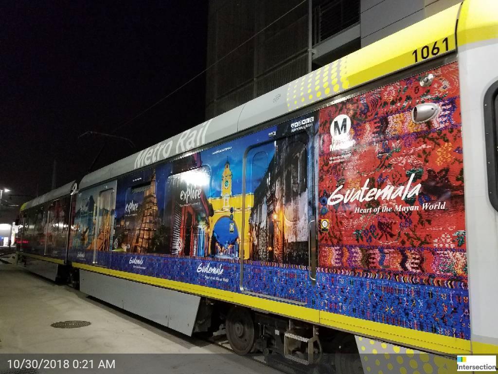 En Los Ángeles, California, también es en trenes según las imágenes del Inguat que muestran cómo es la campaña (Foto, Prensa Libre: Inguat).
