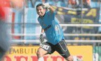 Juan José Paredes.  Comunicaciones se coronó campeón del torneo Apertura 2010, tras vencer a Municipal en penales.  Foto Romeo Rios