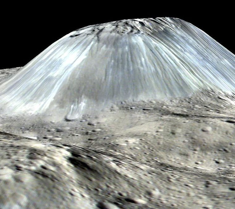 El montículo de hielo más grande de Ceres, Ahuna Mons. (Foto: Nasa)