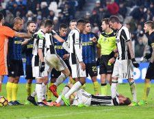 Ivan Perisic fue expulsado directamente por insultos al árbitro. (Foto Prensa Libre: EFE)