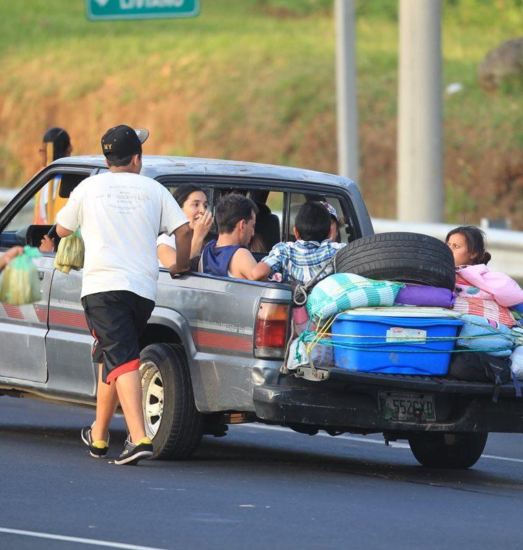 Autoridades de Provial recomiendan no sobrecargar los vehículos y verificar que estén en buenas condiciones.(Prensa Libre: Hemeroteca PL)