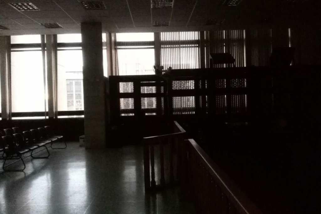 El juzgado B de Mayor Riesgo luce vacío y a la espera del Presidente.
