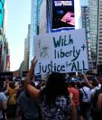 Manifestantes protestan contra la decisión de Trump de que las personas transgénero no pueden servir en el ejército de EE.UU.(AFP).