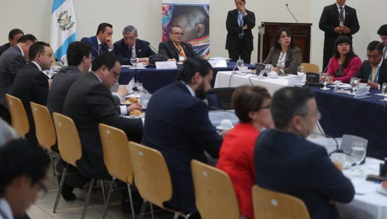 El vicepresidente Jafeth Cabrera preside la reunión del Consejo Nacional de Seguridad Alimentaria y Nutricional. (Foto Prensa Libre: Érick Ávila)