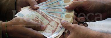 El ingreso acumulado de remesas familiares hasta noviembre fue de US$9 mil 567 millones y supera todo lo recibido en 2018. (Foto Prensa Libre: Hemeroteca)