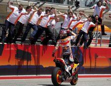 Marc Márquez agradece al equipo de Honda y le dedica el triunfo en el GP de las Américas. (Foto Prensa Libre: EFE)