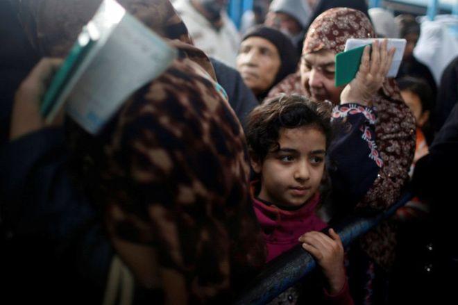 EE.UU. aporta casi el 30% del presupuesto total de la UNRWA, que provee atención médica, educación y servicios sociales a millones de palestinos dentro y fuera de sus territorios. REUTERS