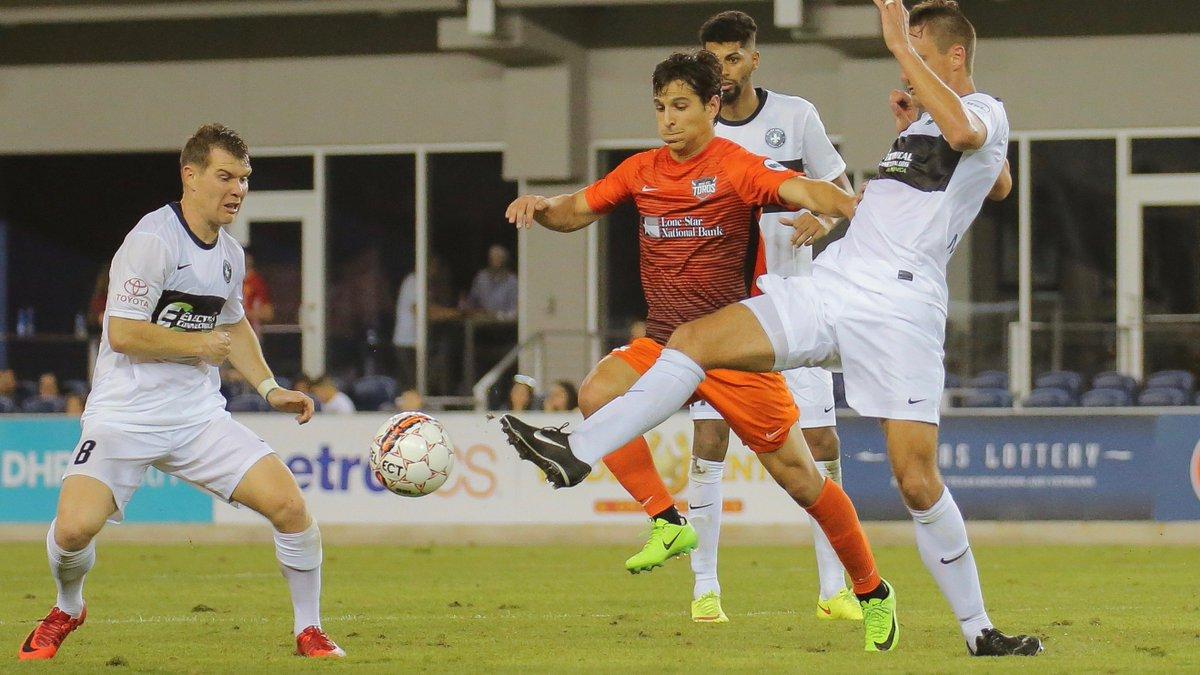 Pablo Andrés Aguilar anotó también en su debut con los Toros hace unos meses. (Foto Prensa Libre: Houston Dynamo/Twitter)