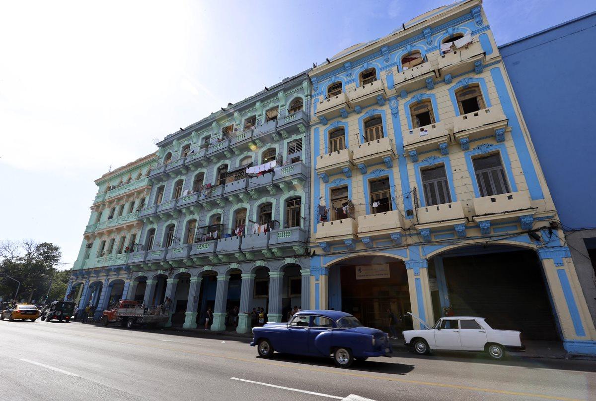 La Asamblea Nacional de Cuba (Parlamento unicameral) inició este sábado tres días de debates sobre el proyecto para actualizar la Constitución vigente (1976), en una sesión plenaria que comenzó con la designación del nuevo Consejo de Ministros del presidente Miguel Díaz-Canel. (Foto, Prensa Libre: Efe).