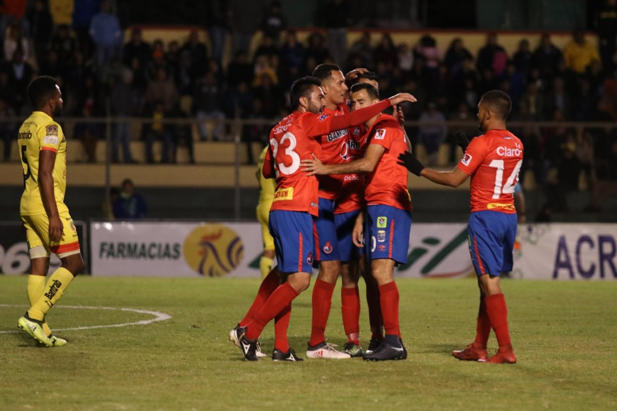 Kamiani, Alas y Pappa fulminan a Marquense y Municipal sorprende con una inédita goleada