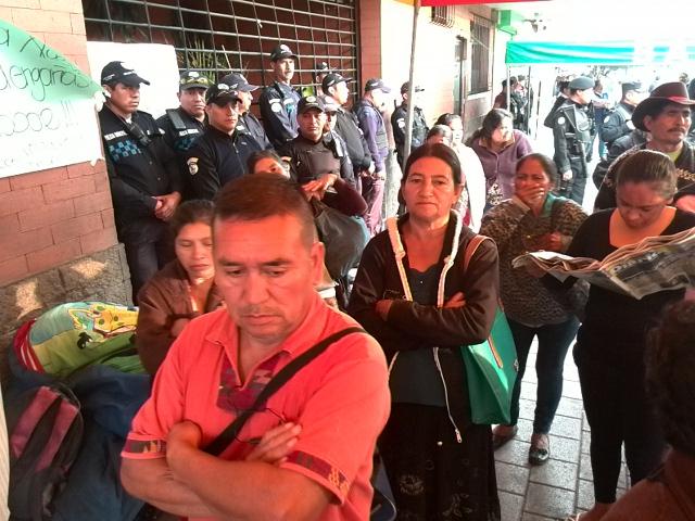 Sigue confrontación entre vecinos y alcalde de Villa Nueva