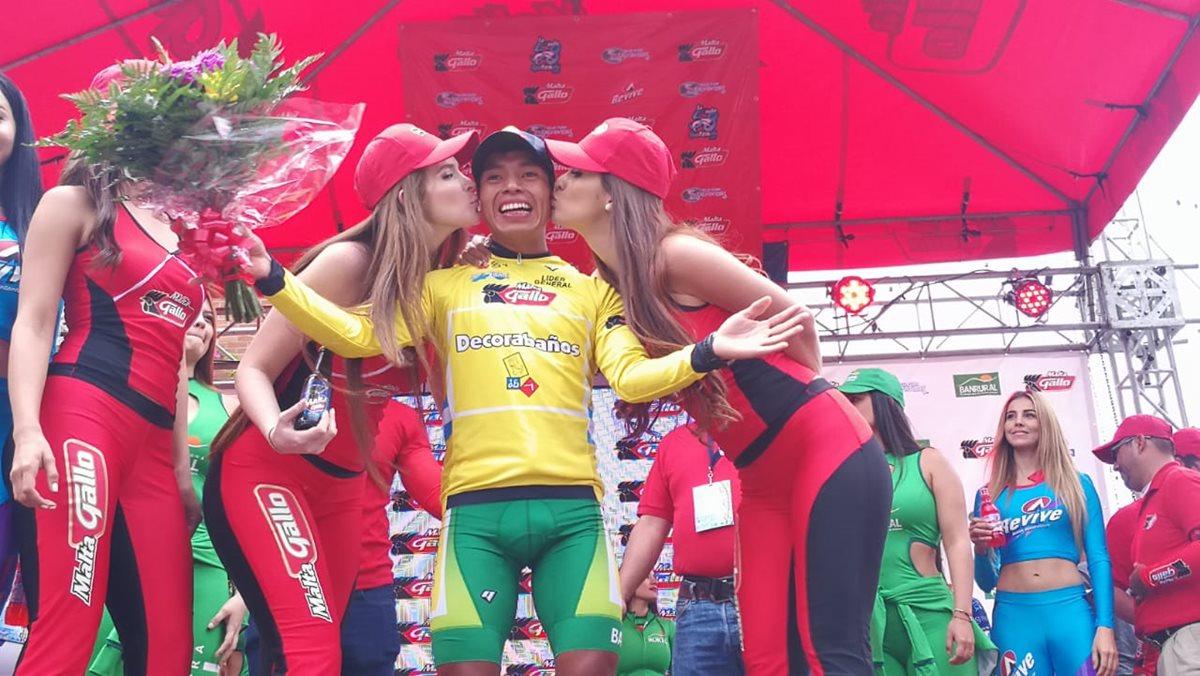 Alfredo Ajpacajá se vistió este jueves de líder de la Vuelta a Guatemala. (Foto Prensa Libre: Carlos Vicente).
