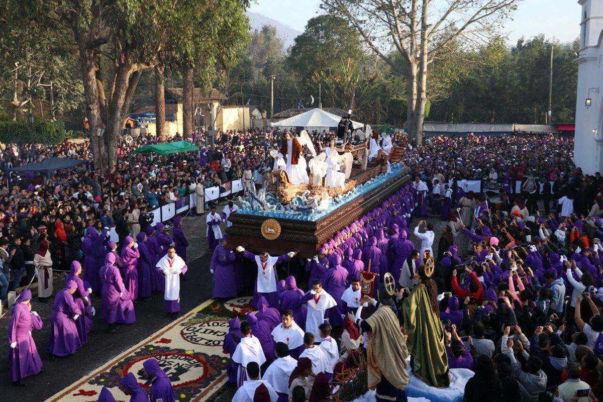 Procesión de Jesús de la Caída recorre calles de la ciudad colonial
