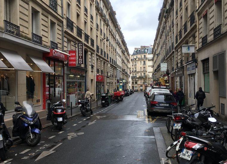 Si alguna vez visitas París y te encuentras con una calle como esta... (Foto: Raphael Lorin)