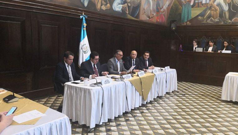 La Comisión Pesquisidora del antejuicio del presidente Jimmy Morales se reunió la tarde de este lunes. (Foto Prensa Libre: Carlos Álvarez)
