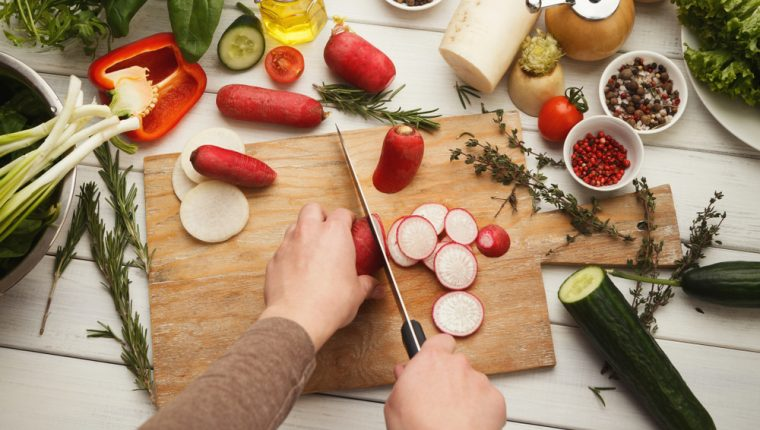 Elaborar productos caseros es una de las reglas básicas que atrae al segmento de clientes de cocina orgánica. (Foto Prensa Libre: Shutterstock)