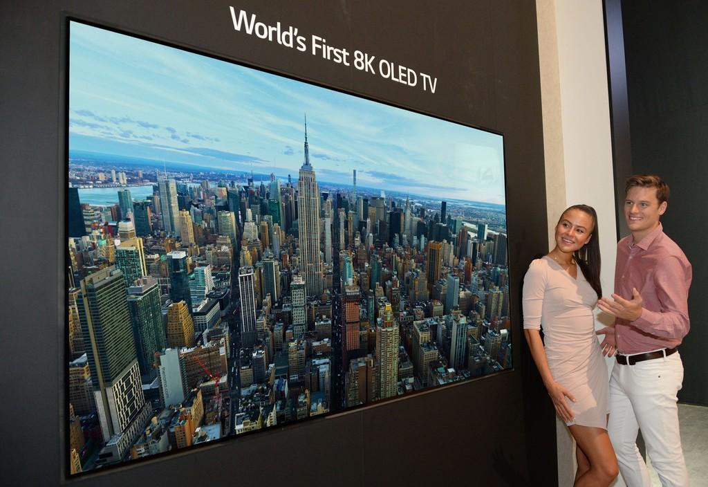 LG presentó este miércoles el primer televisor con tecnología OLED 8k del mercado, en el marco de la IFA de Berlín. (Foto Prensa Libre: Servicios).