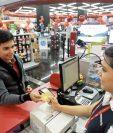Consumo con tarjetas de crédito es el rubro del sector de créditos que no ha reportado baja en aplicación de tasas.