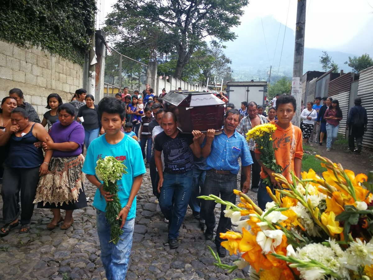 Inhuman a Concepción Hernández, rostro de la tragedia del Volcán de Fuego