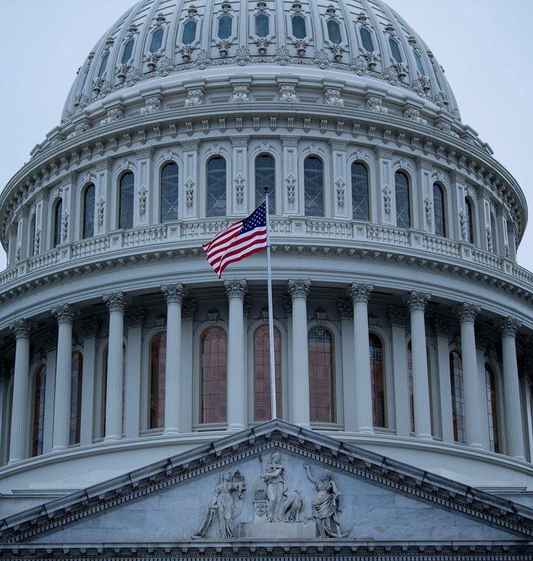 Salud, economía y migración son los factores que gravitan en la vida pública estadounidense, a pocas horas de las elecciones de medio periodo. (Foto Prensa Libre: AFP)