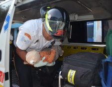 Una bebé de cinco meses es ingresada a la emergencia del Hospital General con una herida en el cráneo. (Foto Prensa Libre: Cortesía CVB)