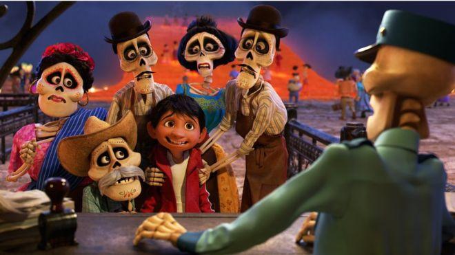 """Cinco cosas de la película """"Coco"""" que solo entenderás si eres de México (y que le darán mucho más sentido si no lo eres)"""
