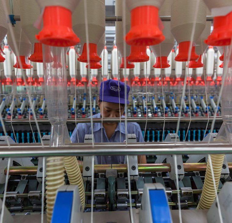 La respuesta de China a los nuevos aranceles de EE. UU. se produjo cuando el Ministerio de Comercio advirtió de que se verá obligado a tomar represalias equivalentes. (Foto Prensa Libre: EFE)
