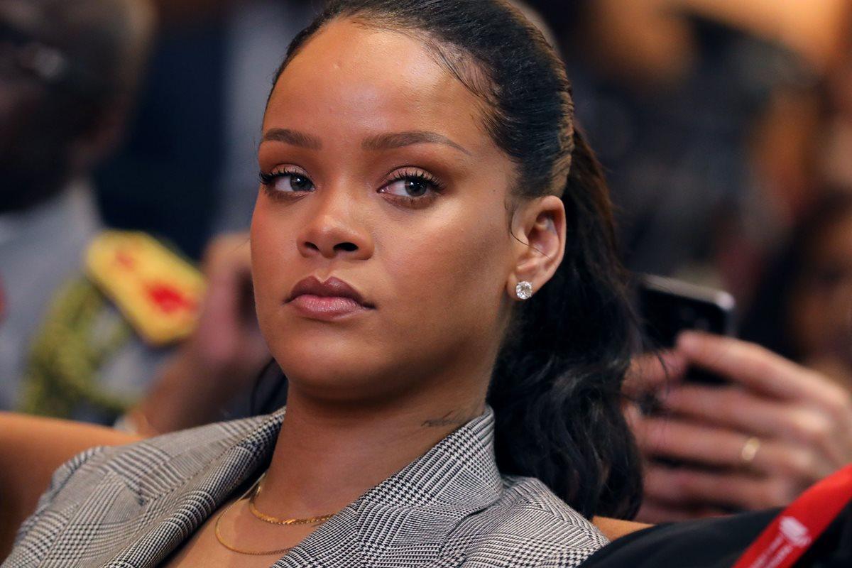 """Rihanna acusó Snapchat de ridiculizar a las víctimas de abuso doméstico luego de que la app lanzara la publicidad de un juego en el que los usuarios """"abofeteaban"""" a la cantante. (Foto Prensa Libre: AFP)."""