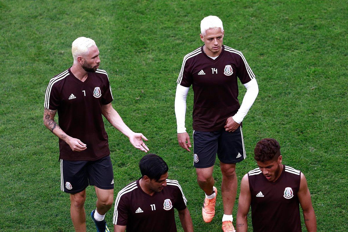 Chicharito y Layún estrenan 'look' para enfrentar a Brasil y a Neymar