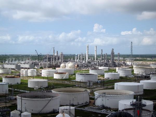 El petróleo subió a más de US$60 en Nueva York por primera vez en 30 meses