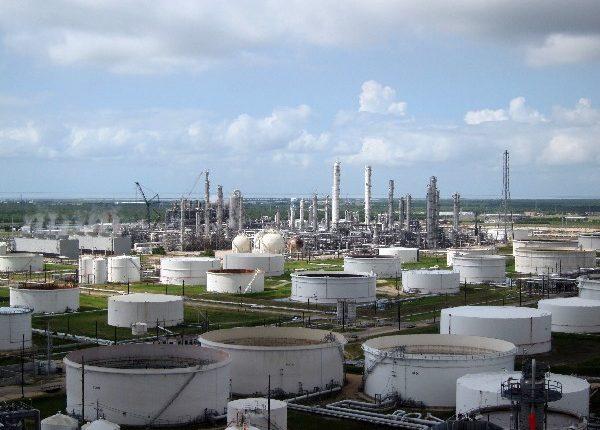 El alza en el petróleo se vio influenciada por el reporte de una baja de las existencias de crudo en Estados Unidos.(Foto, Prensa Libre: Hemeroteca PL)