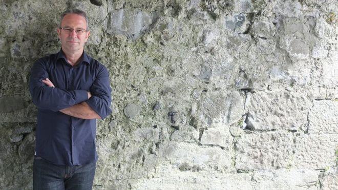 El escritor que ganó un premio de US$118.000 con una novela de una sola frase