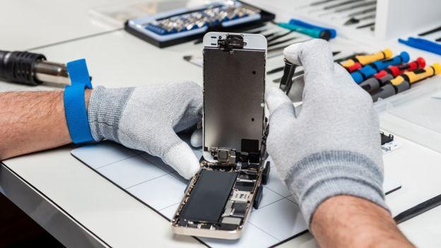 Reemplazar una batería puede ser costoso y la calidad de la reparación es a veces dudosa. GETTY IMAGES