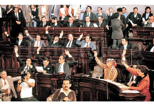 Una de las sesiones de la Asamblea Nacional Constituyente, responsable de redactar la Carta Magna entre 1984 y 1985. (Foto: Hemeroteca PL)