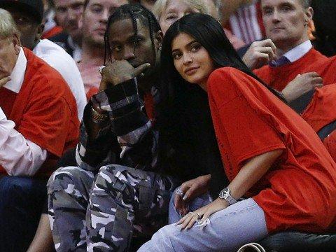 El rapero Travis Scott y la modelo Kylie Jenner, padres recientes, tienen un nuevo lujo (Foto Prensa Libre: AFP).
