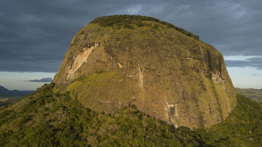 El Monte Lico se encuentra en el norte de Mozambique. (Foto: Jeffrey Barbee para AllianceEarth.org).