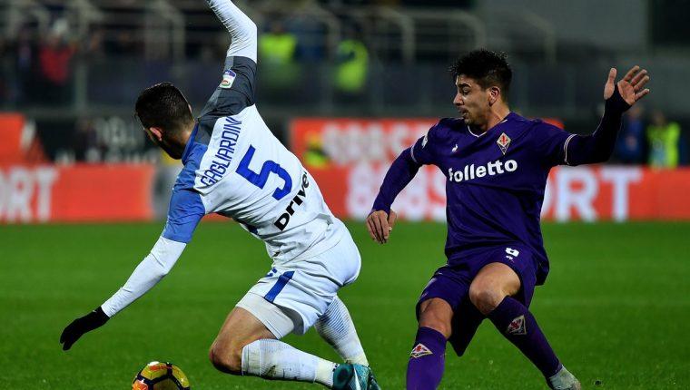 Con gol de Giovanni Simeone la Fiorentina rescató un punto en casa contra el Inter de Milán. (Foto Prensa Libre: AFP)
