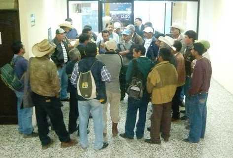 Representantes de poblados se reúnen  en  la Gobernación Departamental de San Marcos.