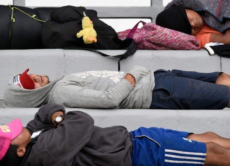 Un primer grupo de inmigrantes de la caravana llegó a la Ciudad de México el domingo. AFP