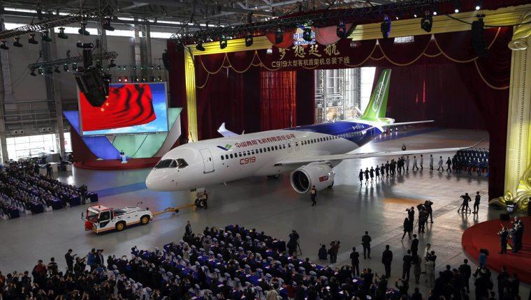 La construcción de los grandes aviones reducirá la dependencia a Boeing y Airbus. (Foto Prensa Libre: EFE)
