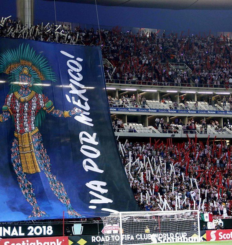 Los aficionados mexicanos dieron su máximo apoyo a las Chivas. (Foto Prensa Libre: AFP)