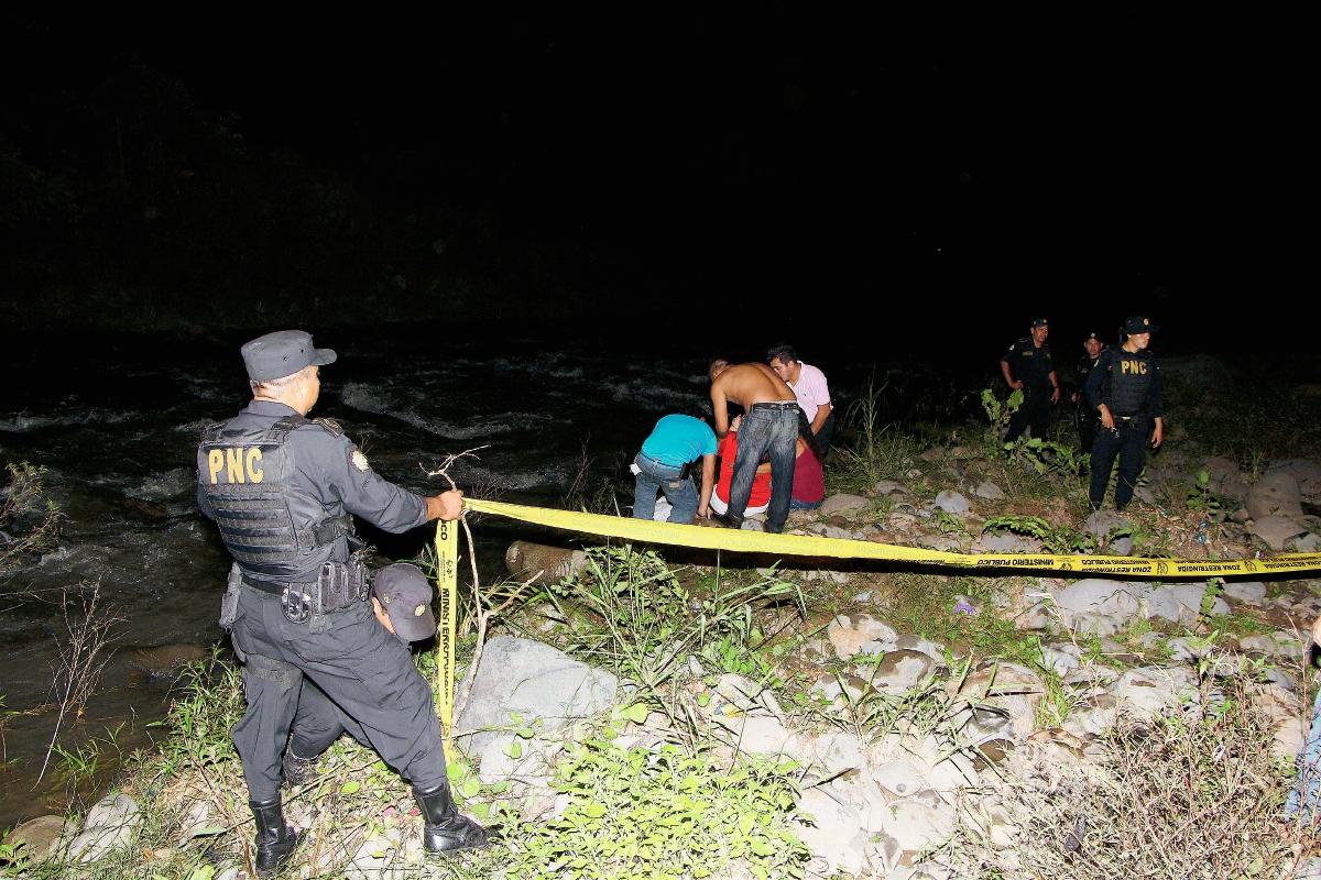 El cuerpo de Miranda fue encontrado a unos 500 metros de distancia de donde cayó. (Foto Prensa Libre: Rolando Miranda)