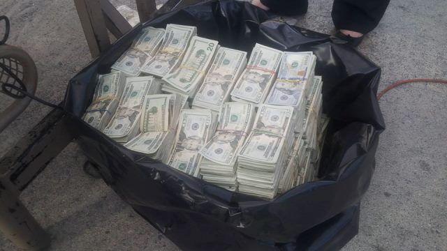 El dinero incautado en el año 2016 estaba escondido en un doble fondo de un picop. Foto Prensa Libre: Hemeroteca.