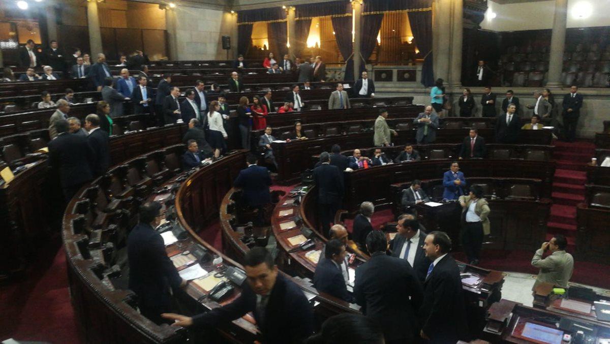 Diputados aprueban, después de varios días de discusiones, el presupuesto para el próximo año. (Foto Prensa Libre: Érick Ávila)