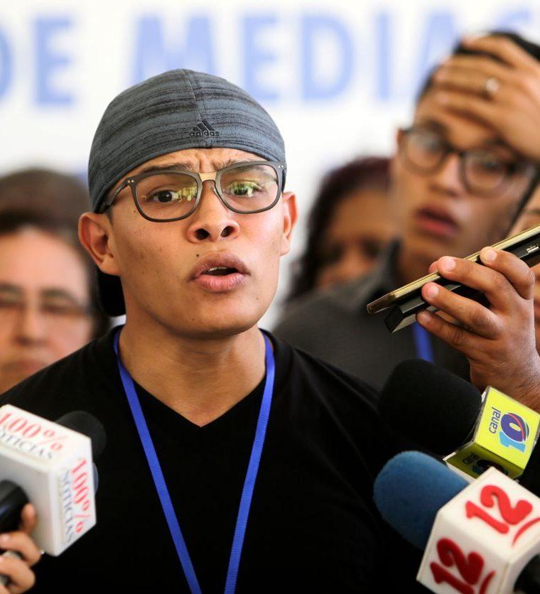 Victor Cuadras, del movimiento de 19 de Abril habla a la prensa después de reanudar las conversaciones con los representantes del gobierno de Ortega. (AFP).