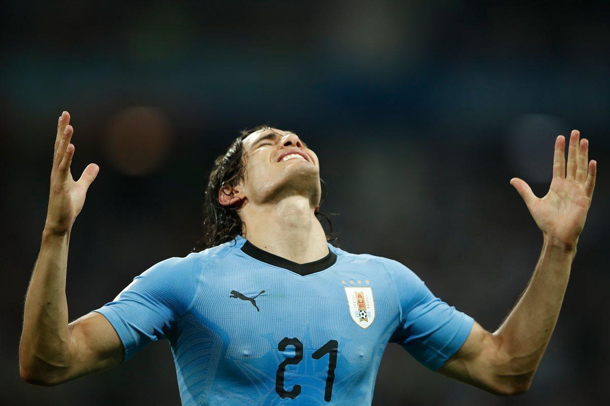 Cavani dio el show de la noche en Sochi con dos grandiosos goles frente a Portugal. (Foto Prensa Libre: AFP)