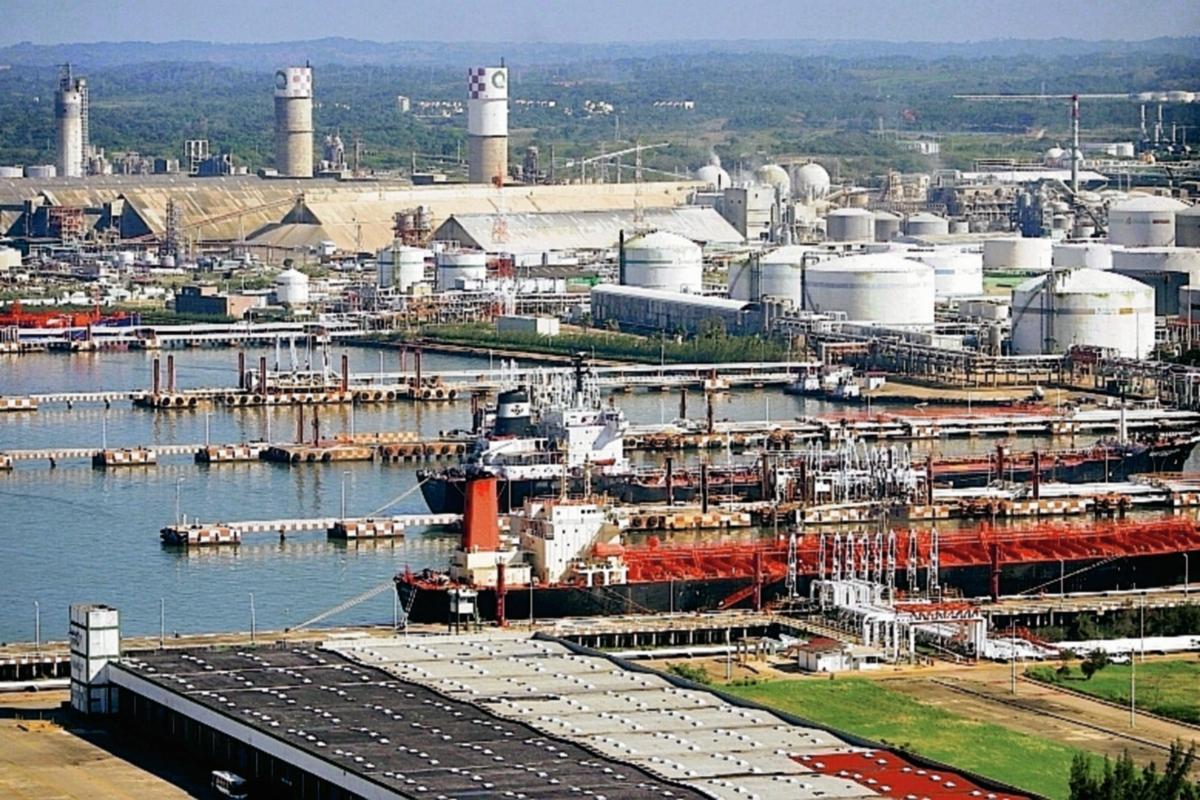 El petróleo de Texas baja cierra en US$43.96