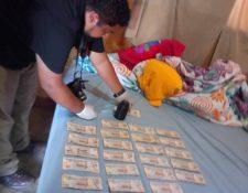 Autoridades incautaron Q25 mil en una vivienda en Santa Elena, Petén. (Foto Prensa Libre: PNC)