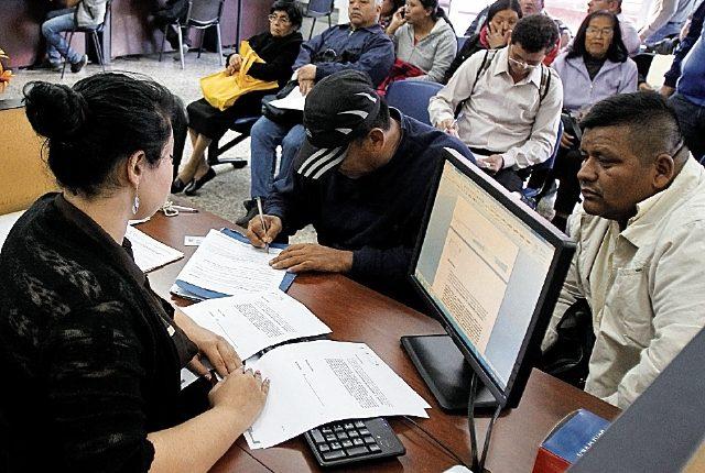El censo de empleados públicos permitirá determinar la cantidad y calidad de los trabajadores del Estado, pero aún no entregan los resultados oficiales. (Foto Prensa Libre: Hemeroteca PL)