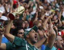 La afición de México ya había sido advertida que no podía gritar insultos homofóbicos o su selección sería multada. (Foto Prensa Libre: EFE)